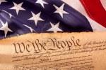 5818644-fashionet-vecchia-costituzione-americana-con-bandiera-usa