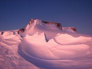 vesleskarvet-a-small-nunatak-in-antarctica